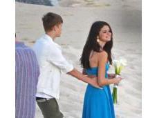 JUstin Selena Show Some Wedding