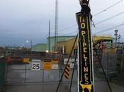 Lockdown Tripod Blocks Montreal Refinery