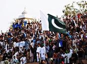 興奮のるつぼ、ワガ国境・国旗降納式 Flag Lowering Ceremony Wagah Border with Enthusiasm.