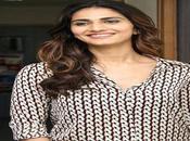 Check Vaani Kapoor Images,Photo Wallpapers
