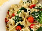 Pasta with Fresh Spinach, Tomatoes Roasted Garlic