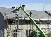 Roofers with Latest Equipment