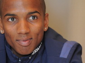 Ashley Young Secures Manchester United Move
