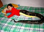 Must Visit Thailand: Snakegirl Attracts Tourist
