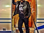 Peep Style: Kevin Hart Sports ($442) Givenchy 'Jaws America' Print T-Shirt.